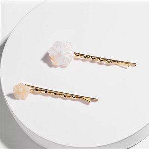 NWOT Anthropologie White Floral Hair Pin Set